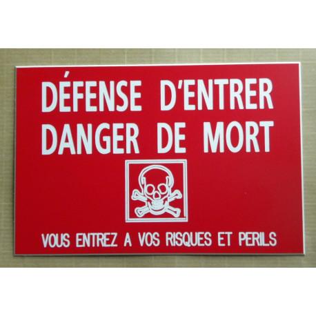 """plaque gravée """"DÉFENSE D'ENTRER DANGER DE MORT VOUS ENTREZ...RISQUES ET PERILS"""" fond rouge ft 100 x 150 mm"""